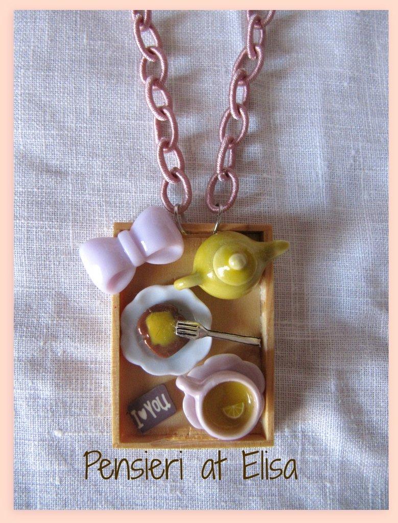 Collana vassoio legno colazione con dolci in fimo - linea rosa - tè e fetta biscottata