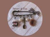 Spilla con miniatire di dolci in fimo - Nutella, cucchiaio e fetta di pane