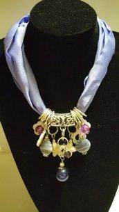 Collana girocollo con lycra viola e grappolo centrale