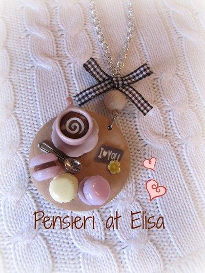 Collana vassoio legno grande colazione con cappuccino e macarons handmade in fimo - linea rosa