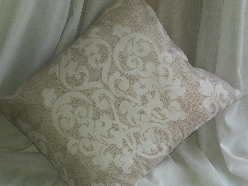 cuscino fantasia bianco e beige