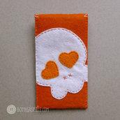 Portacellulare arancione con Teschio