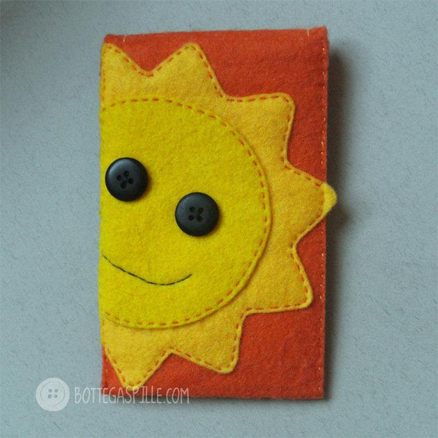 Portacellulare arancione con Sole e Luna