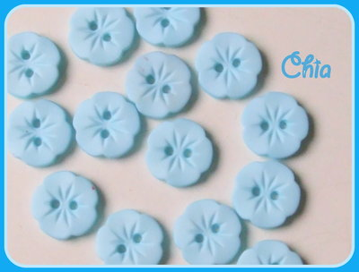 set 10 bottoni fiorellino azzurro chiaro