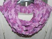 Sciarpa collana scaldacollo fatta a mano ad uncinetto in ciniglia rosa ciclamino