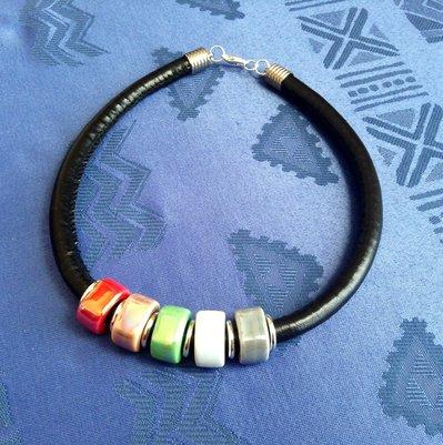 Collana colorata con ceramica