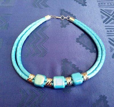 Collana azzurra con ceramica