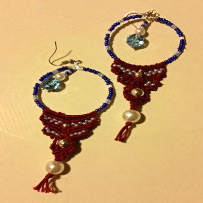 Orecchini ad anello con perline e macramè
