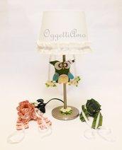 Lampada da tavolo per la cameretta con paralume decorato con gufi e gale totalmente personalizzabile!