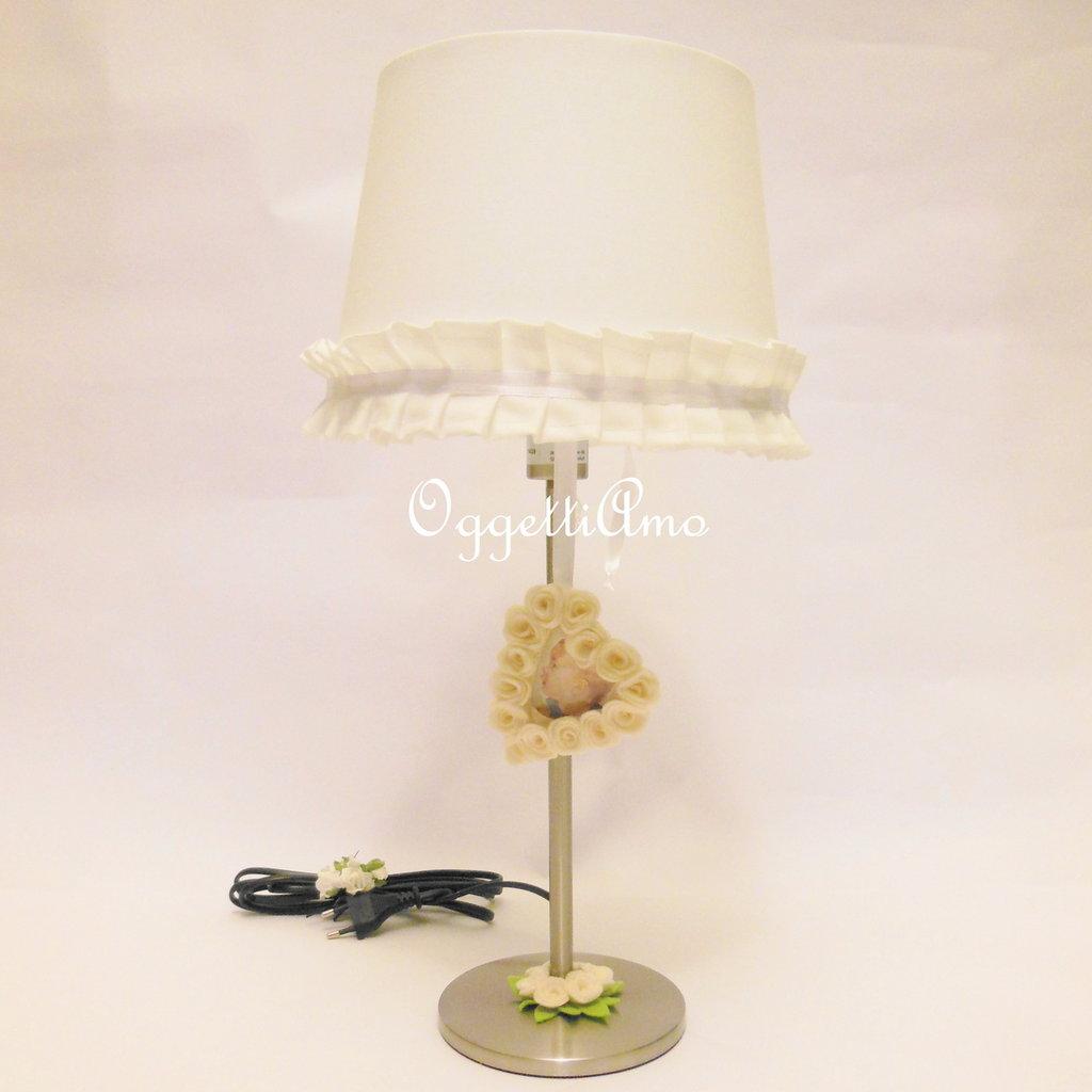 Una lampada da tavolo shabby chic versatile ed originale!