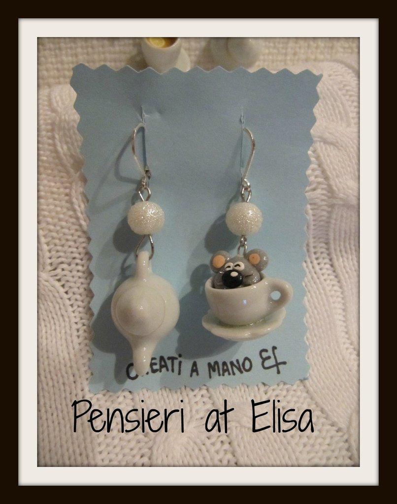 Orecchini pendenti topo dentro tazza di tè e teiera - Cappellaio Matto e Alice in wonderland - handmade in fimo
