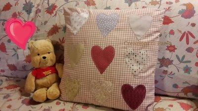 Federa cuscino in cotone con cuori applicati