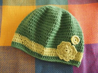 Cappuccio Verde smeraldo con fascia e Fiore