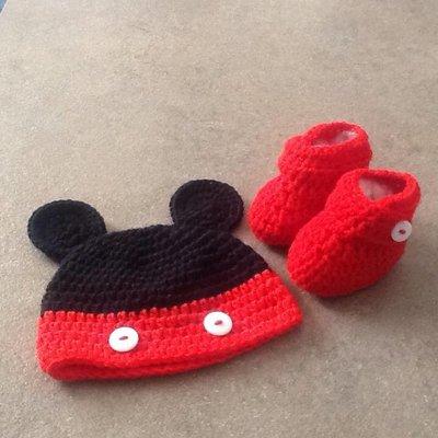 cappellino bebè e scarpette topolino