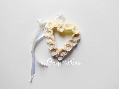 Ghirlanda di roselline a forma di cuore: una decorazione shabby chic per la vostra casa!