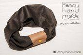 Sciarpa tubolare in lana marrone con fascia di pelle