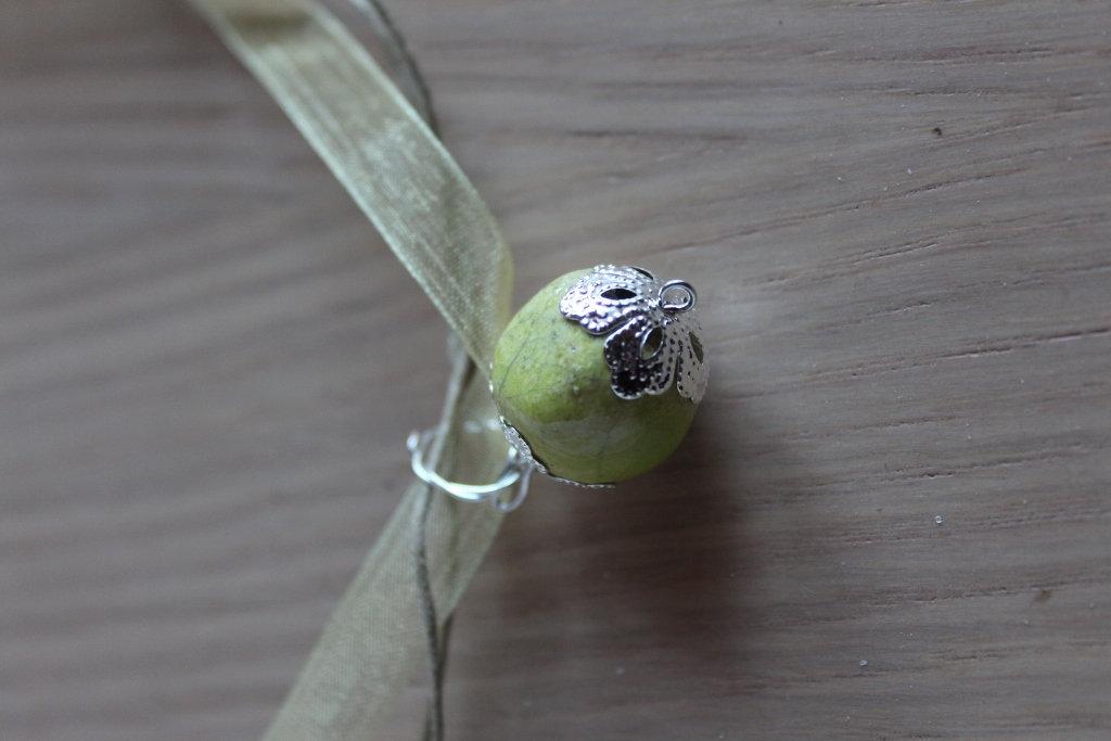 "ciondolo ""perla"" in ceramica raku verde acido"