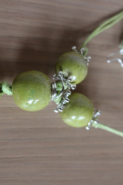 ciondolo 3 perle in ceramica raku verde acido