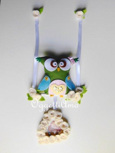 Gufo sull'altalena con ghirlanda di fiori di feltro a forma di cuore per una decorazione originale e personalizzabile!