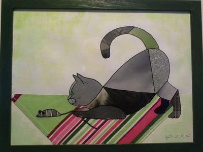 Quadro con gatto su tovaglia che gioca con topo