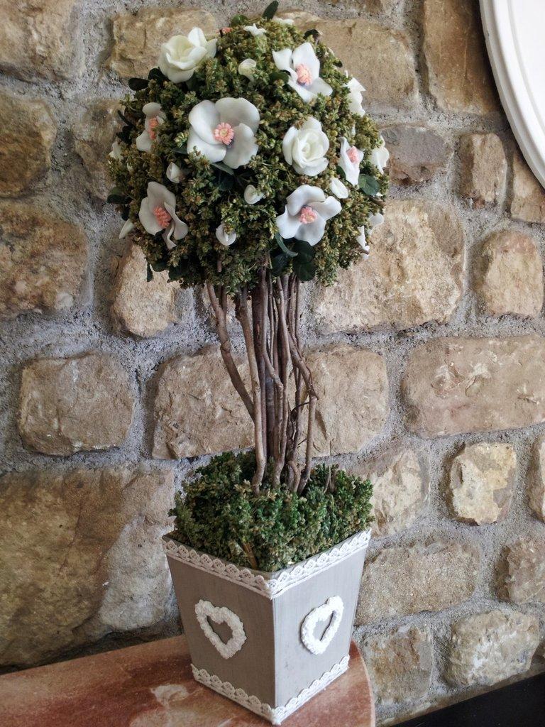 Vaso snabby chic , composizione floreale  in pasta di mais fatto a mano