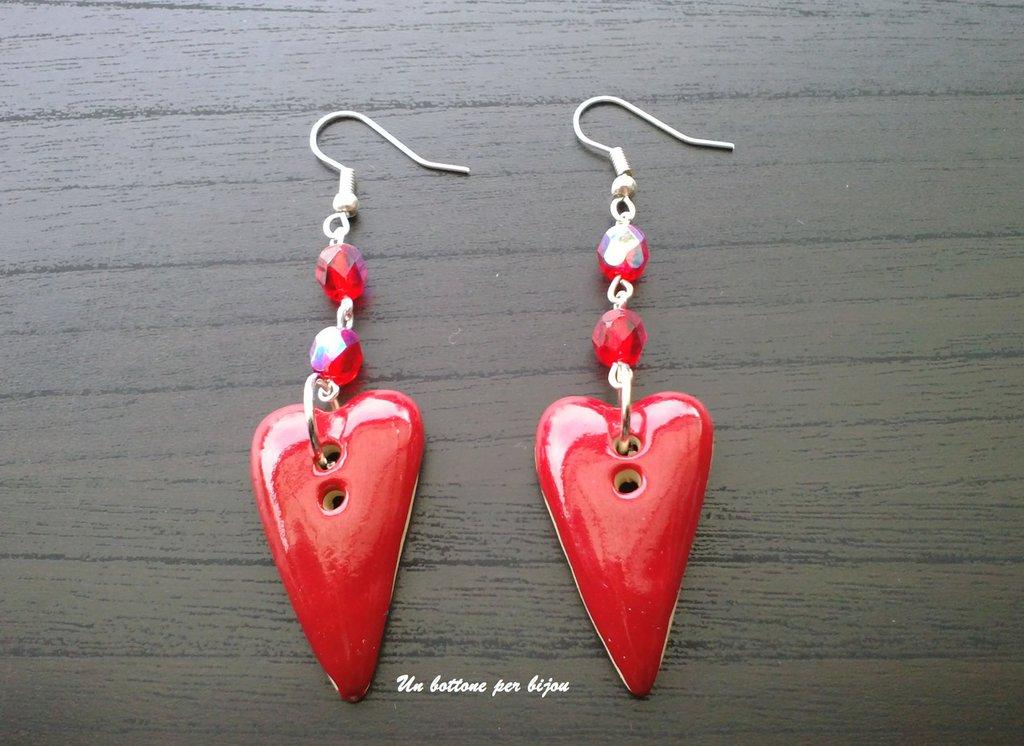 Orecchini con bottoni in ceramica equo e solidali a forma di cuore