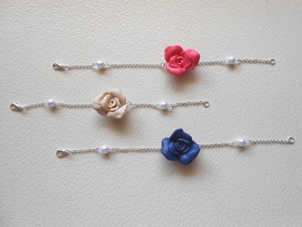 Bracciale con perline e rose in fimo