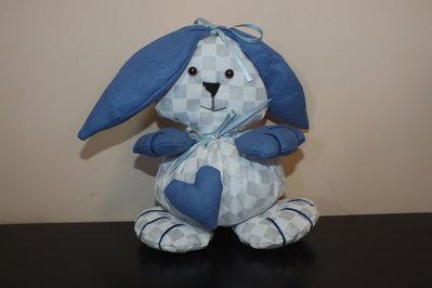 Grazioso Coniglietto interamente realizzato a mano.