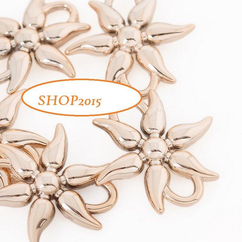 connettore  a fiore , ciondolo in  plastica 4,3 cm dorato