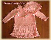 Cuffietta rosa con nastri di raso e lavorazione traforata ai ferri
