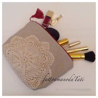 Pochette in cotone tinta naturale decorata con centrìno crochet vintage