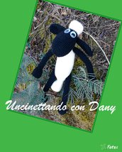 Shaun the sheep, pupazzo fatto a mano all'uncinetto con tecnica amigurumi