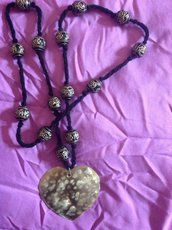 Bellissima collana realizzata a mano con ciondolo cuore in ottone martellato