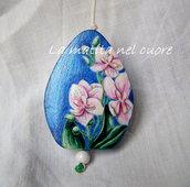 Ciondolo legno orchidee dipinto a mano forma a goccia