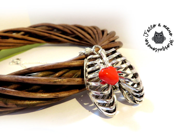 Collana donna cassa toracica anatomica in silver con cuore rosso torso idea regalo san valntino