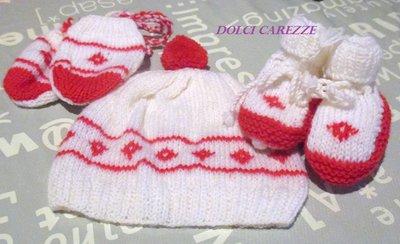 COMPLETO 3 PEZZI (Cappello Scarpette e muffole) BIANCHE E ROSSE - NEONATO/A