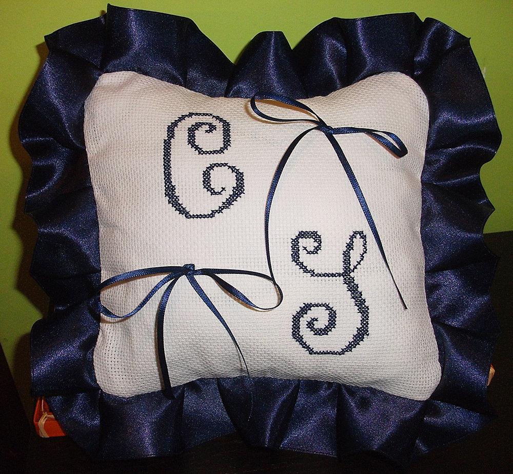 Cuscino fedi ricamato cuscinetto portafedi punto croce iniziali semplici matrimonio