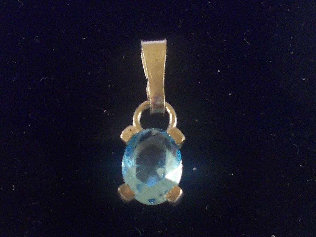 Ciondolo in argento 925 e zaffiro ovale,realizzato a mano.