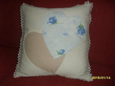 cuscino in tessuto sardo con cuori