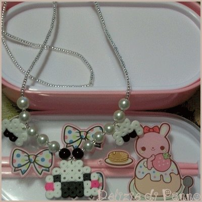 Collana onigiri in hama beads