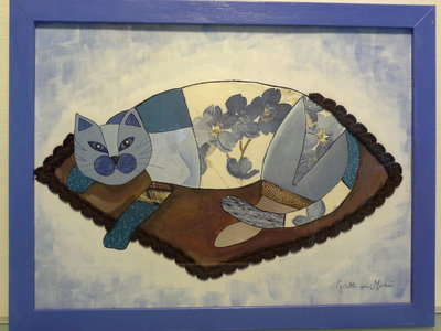 Quadro con gatto accovacciato su cuscino