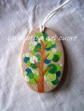Ciondolo legno con albero dipinto a mano forma ovale
