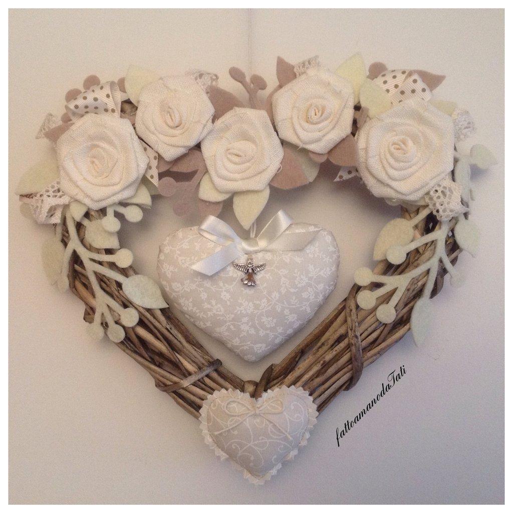 INSERZIONE RISERVATA PER NICOLETTA cuore nascita in vimini con rose e cuori bianchi