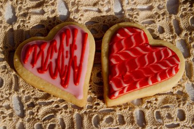 Biscotti in Pasta Frolla o in Pan di Zenzero decorati con glassa reale o pasta di zucchero.
