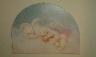 capoletto in legno dipinto a mano con angioletti