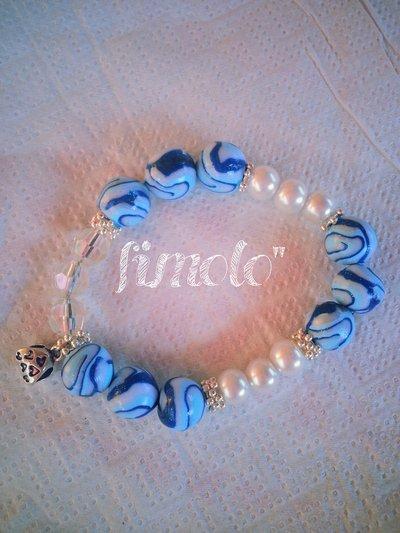 braccialetto perle bianche in fimo e charms