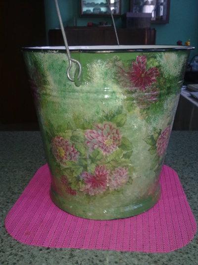 Porta vasi secchio in alluminio smaltato con decorazioni - Decorazioni decoupage ...