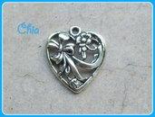4 charms cuore lavorato 25x22mm