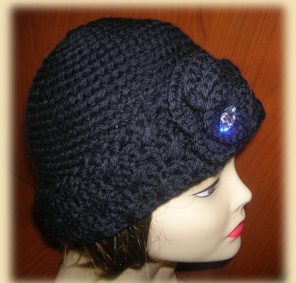 Cappello donna nero con falda e bottone swarovski