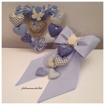 INSERZIONE RISERVATA PER VALENTINA Fiocco nascita in piquet azzurro con 5 cuori e cuore in vimini 8 cuori